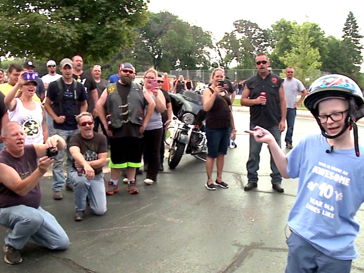 「有名人みたい。」発達障害の子を祝いにたくさんのバイク集まる t3