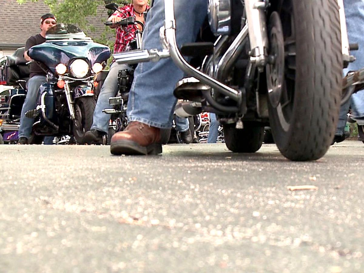 「有名人みたい。」発達障害の子を祝いにたくさんのバイク集まる t5