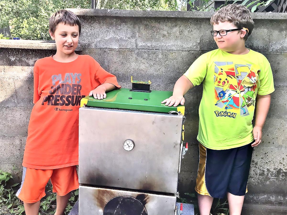 発達障害の兄弟は両親から学び、バーベキューコンテストで輝く b4-1