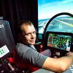 アスペルガーの男性が検索画像から最新戦闘機シミュレータを作る