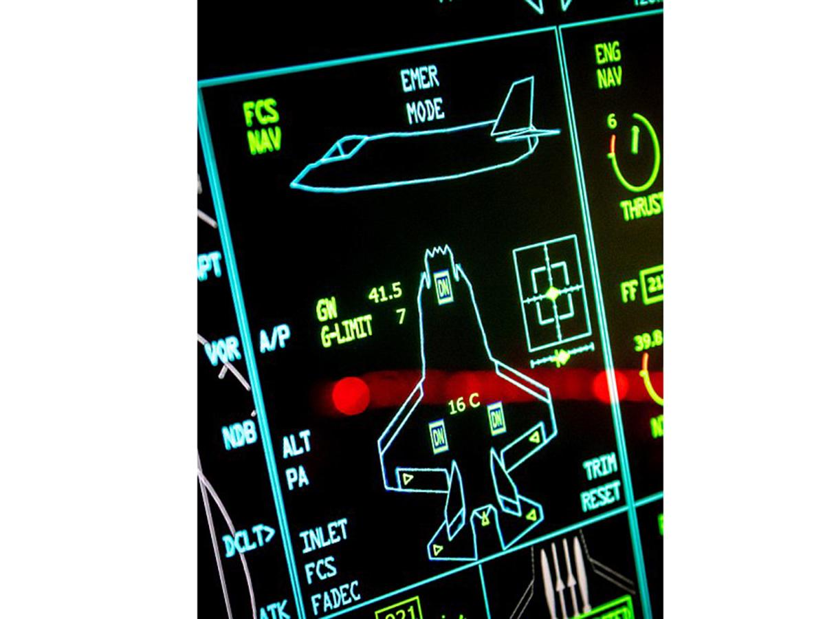 アスペルガーの男性が検索画像から最新戦闘機シミュレータを作る f5-1
