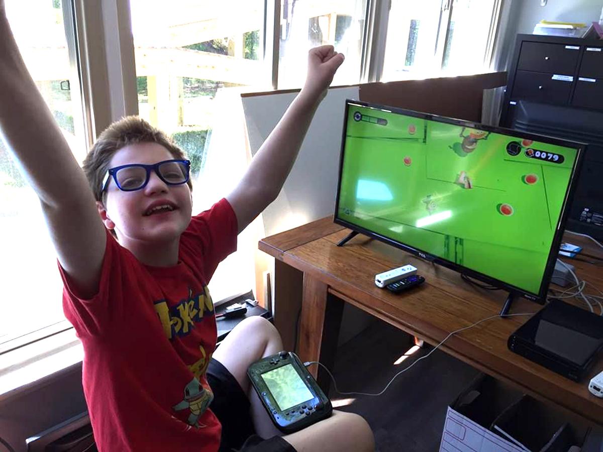 発達障害の子と家族みんなにいい、みんなで集まってゲームする