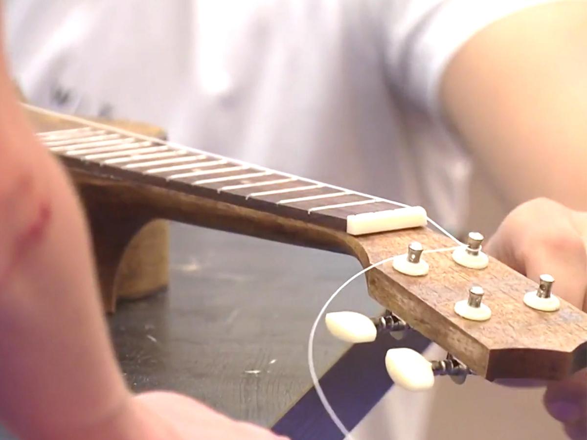 発達障害の子どもたちが楽器づくりのキャンプでいろいろ学ぶ m11