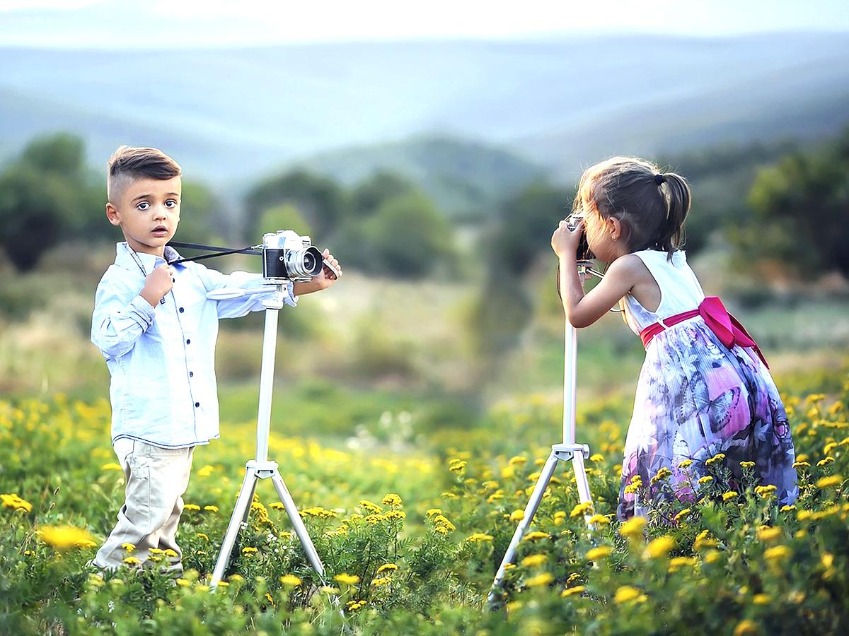 発達障害の子も写真の人の顔であれば避けずに見ることができる
