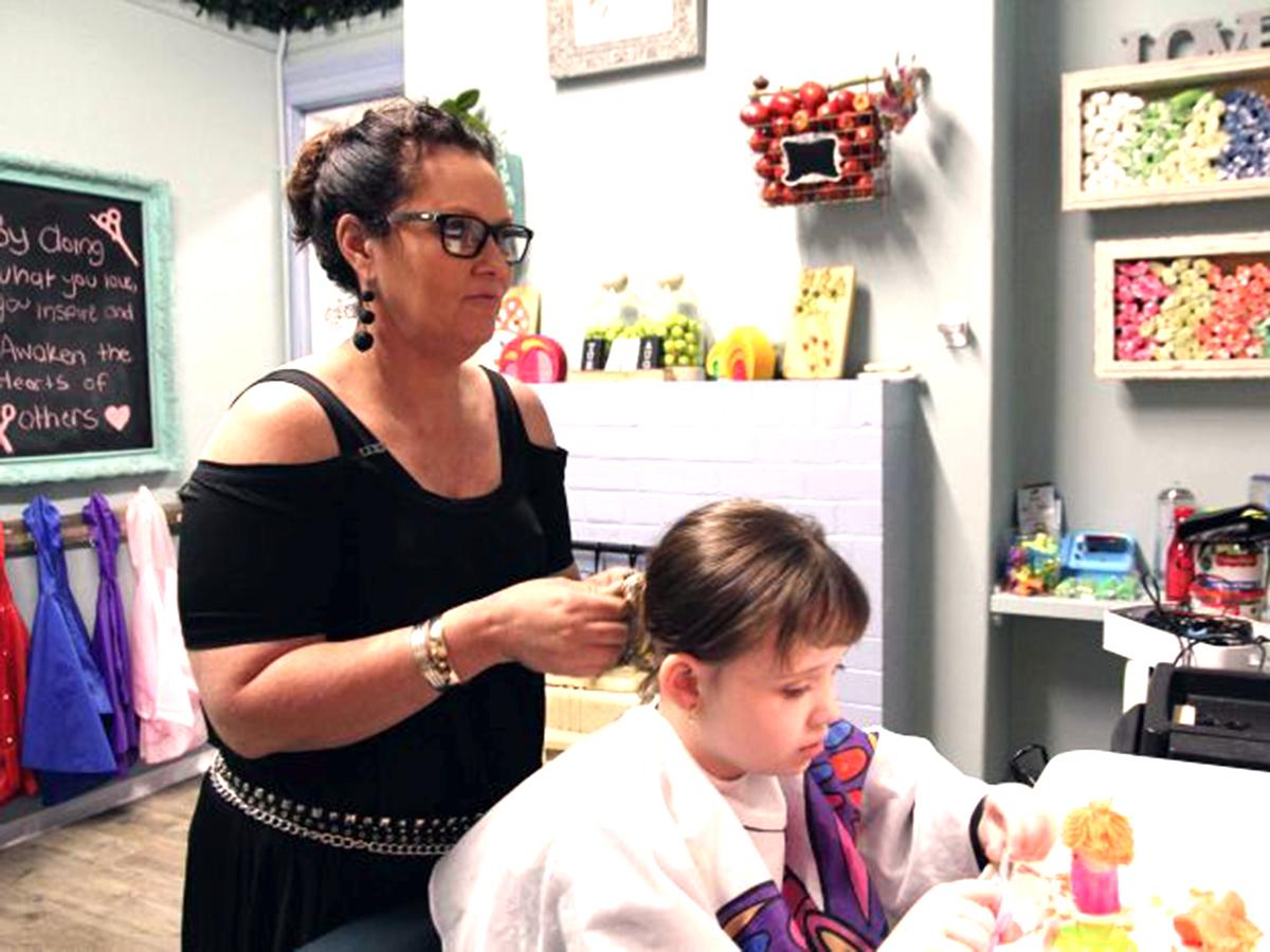 発達障害の子への配慮が広がっていくようにと取り組む理髪店