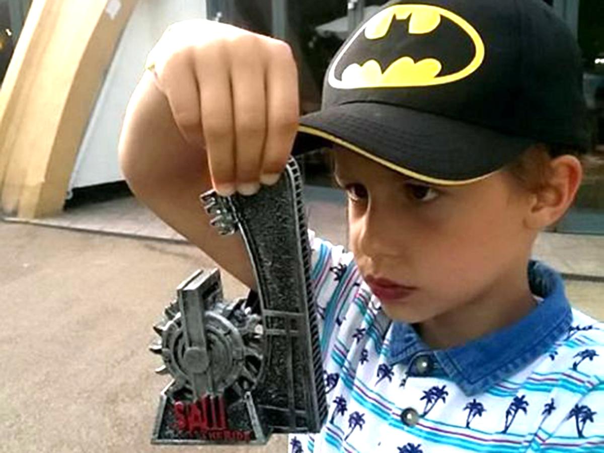 発達障害の少年はジェットコースターに乗りたくて毎日身長を測る j2