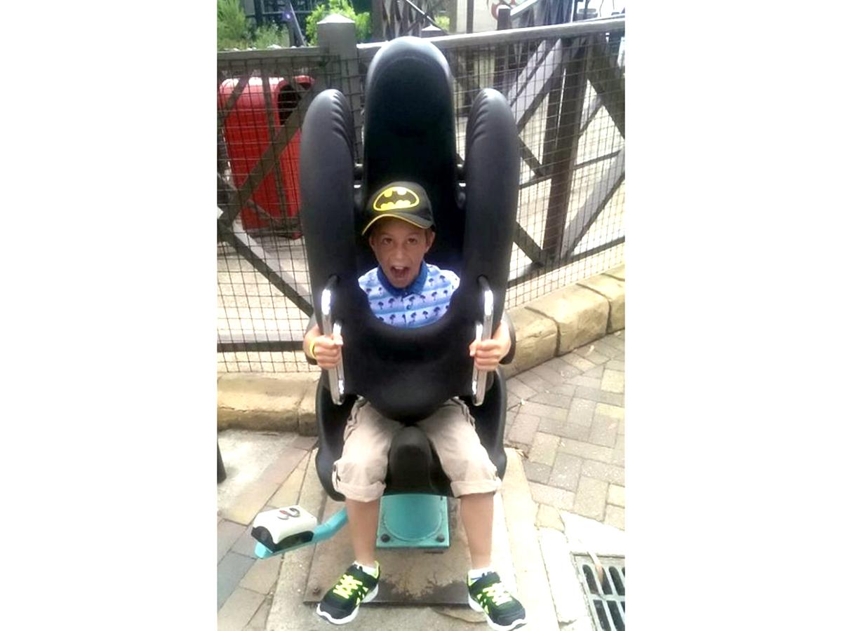 発達障害の少年はジェットコースターに乗りたくて毎日身長を測る j3