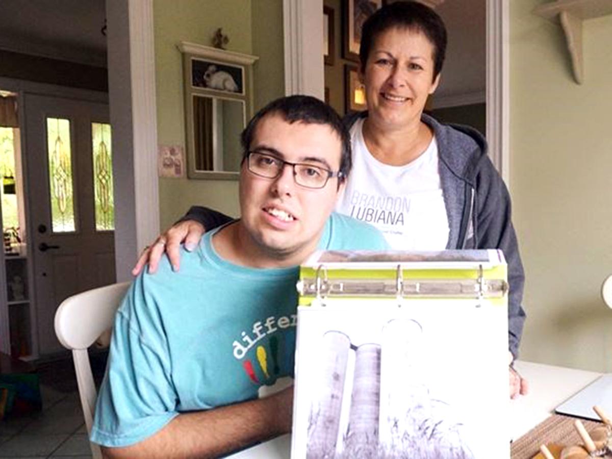 発達障害の息子を変え、友だちもできたカメラと木工の創作活動