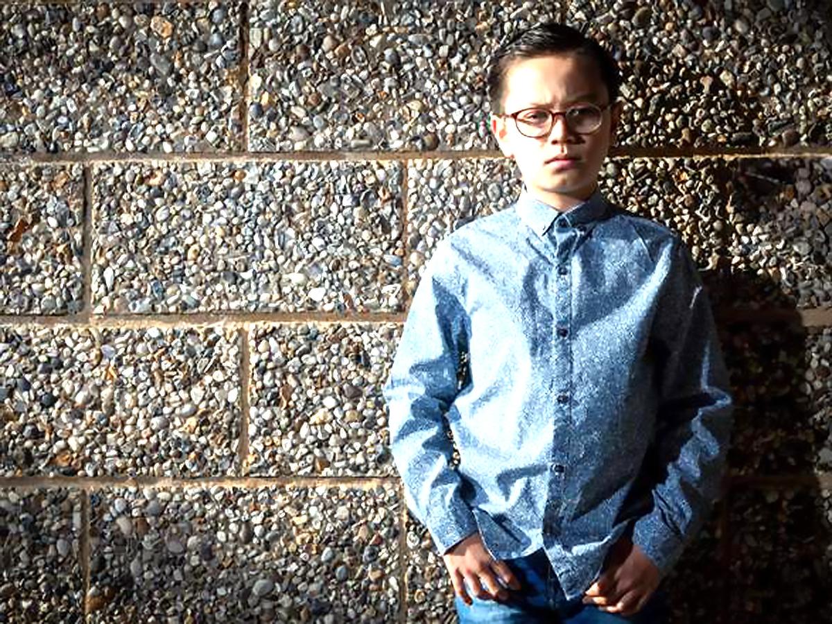 学校では集合写真も断られた発達障害の少年が今はモデルで大活躍
