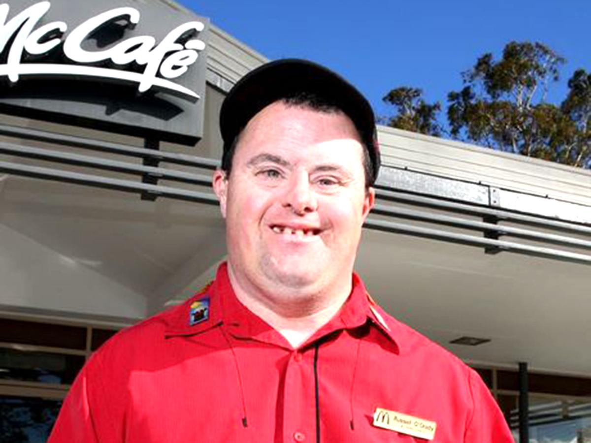 知的障害者への就業支援でマクドナルドの人気店員に。32年働く m2-1