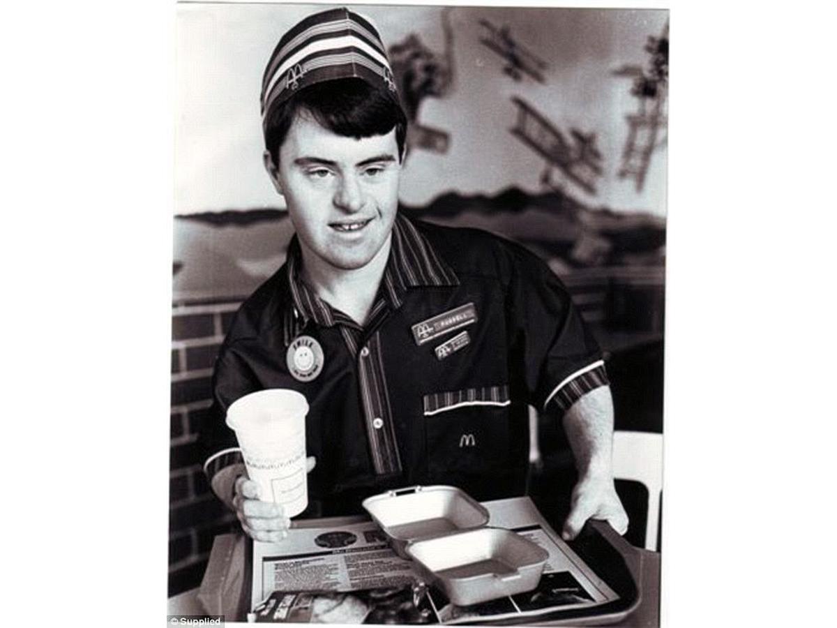 知的障害者への就業支援でマクドナルドの人気店員に。32年働く m4