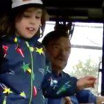 発達障害の子のバス通学を助けてくれる二人は家族にとっても恩人