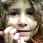 自閉症の子はまず自分の考えを抑えてから人の考えを推測している