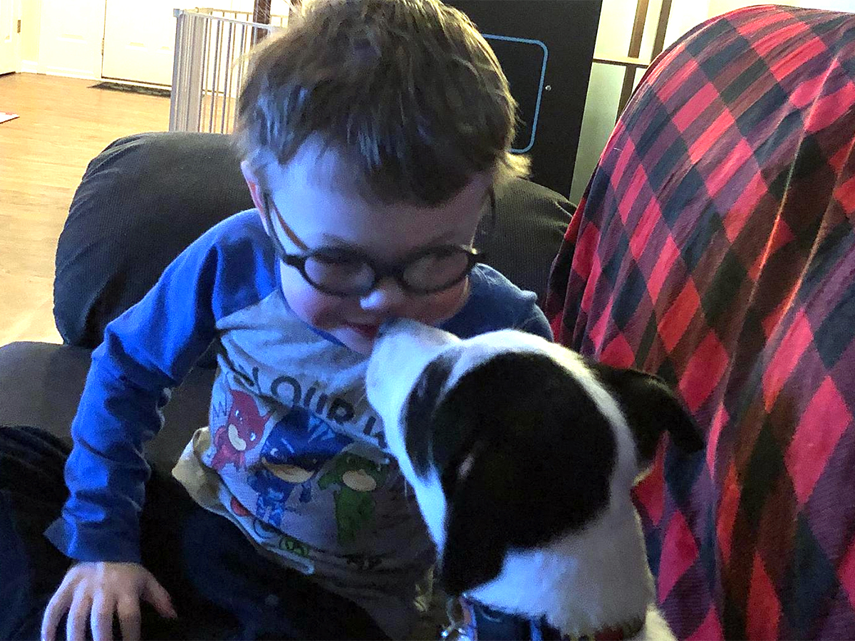 発達障害の息子とすっかり友だちになった介助犬。うれしい光景 i1