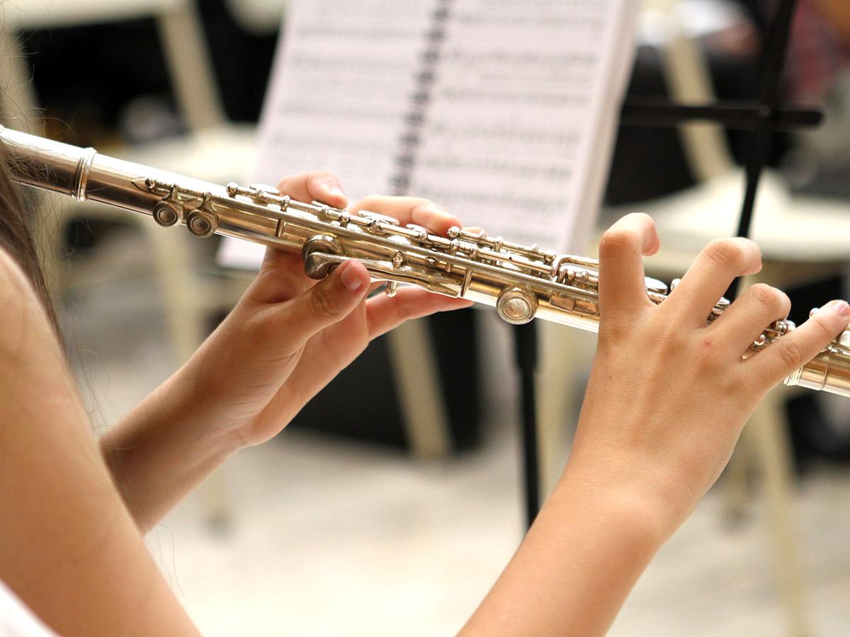 発達障害などの方たちが楽器やiPadで演奏するオーケストラ o4-1