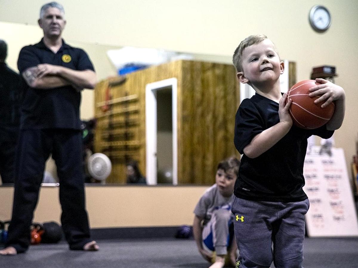 発達障害の子ども向けの空手教室で子どもたちが成長していく b4-1