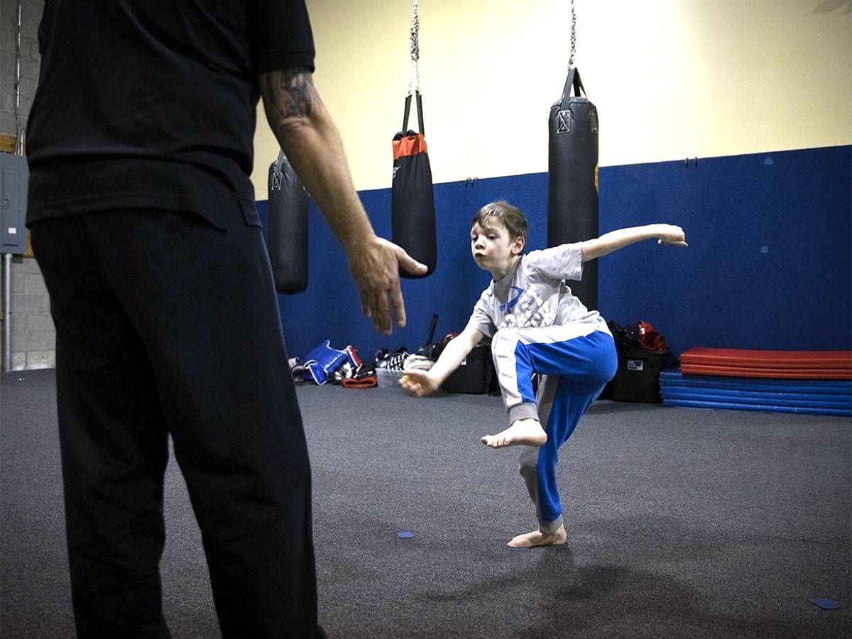 発達障害の子ども向けの空手教室で子どもたちが成長していく b5-1