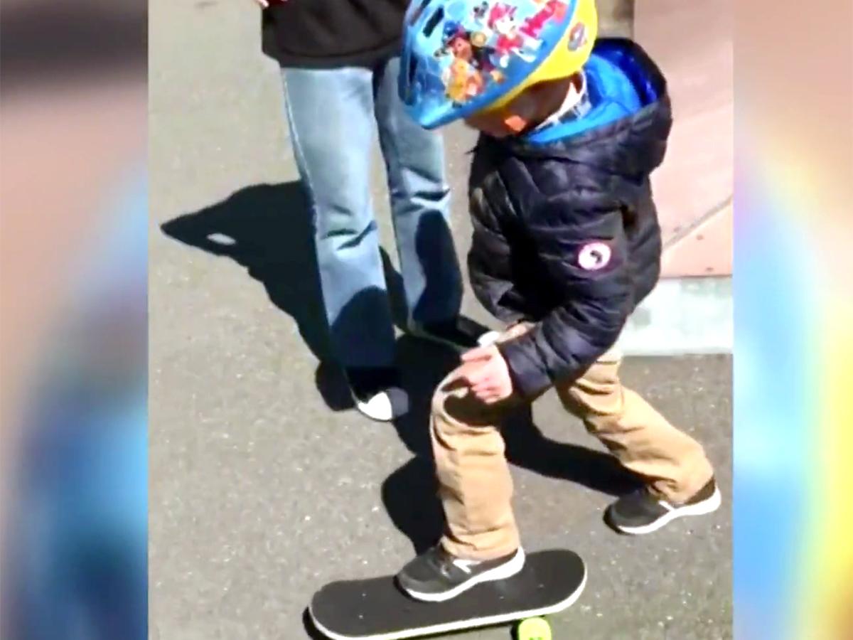 発達障害の5歳の子どもにした行為で少年グループを警察が探す k10