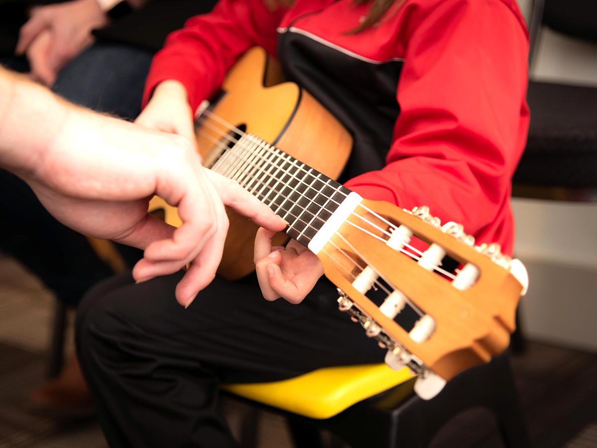 自閉症スペクトラム障害の子の脳変化も確認できた音楽療法の効果 m4
