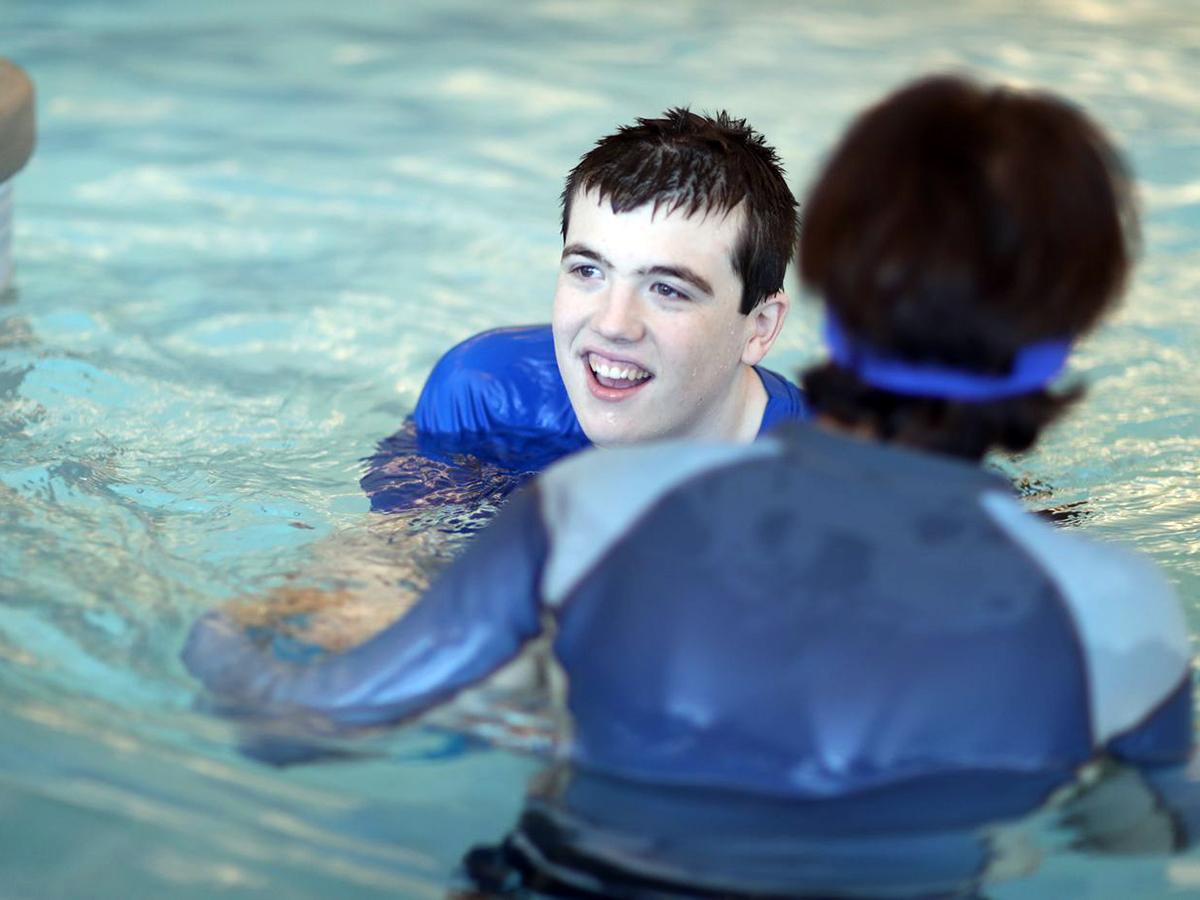 発達障害の子の親たちが願い実現できた学校でのプールの授業