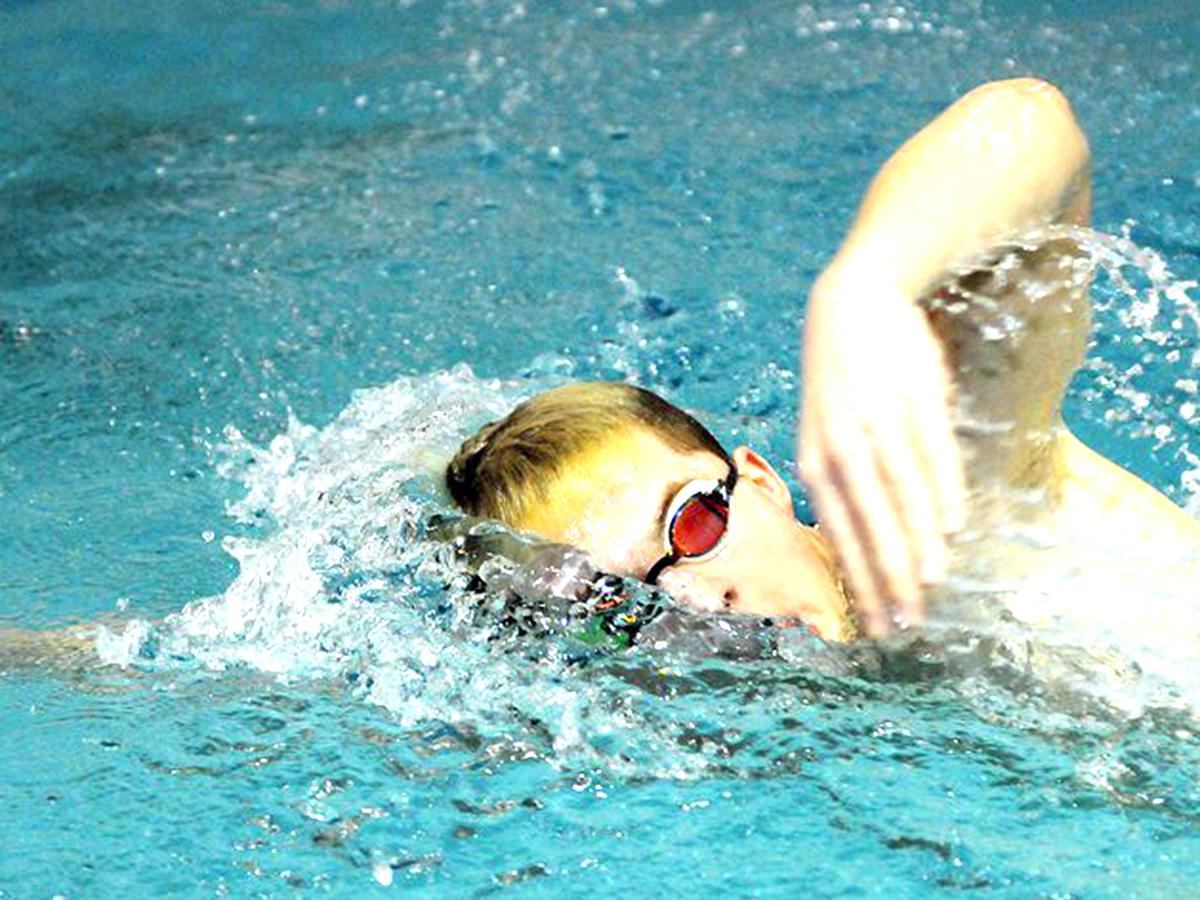 発達障害の少年は水泳と出会い、学校を転々とした人生を変えた