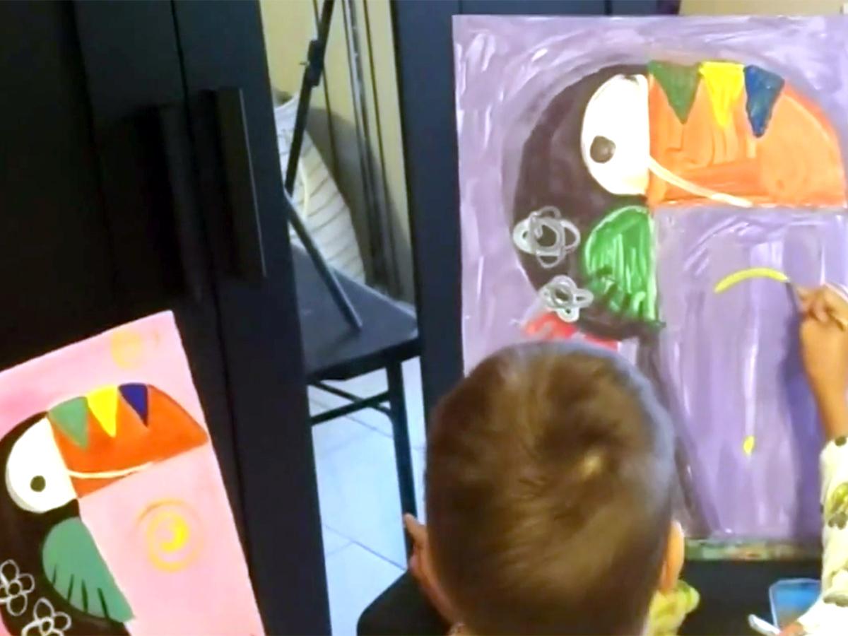 発達障害の少年は絵を描いて母親にそしてみんなに自分を伝える a5