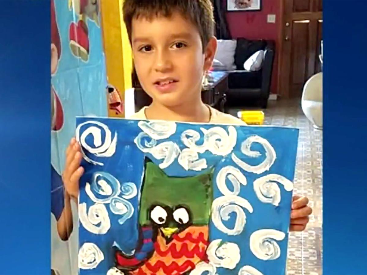 発達障害の少年は絵を描いて母親にそしてみんなに自分を伝える