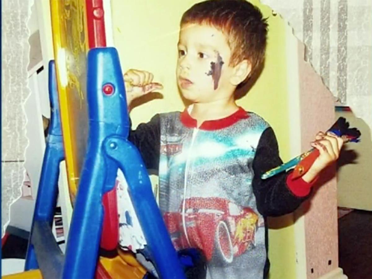 発達障害の少年は絵を描いて母親にそしてみんなに自分を伝える a8