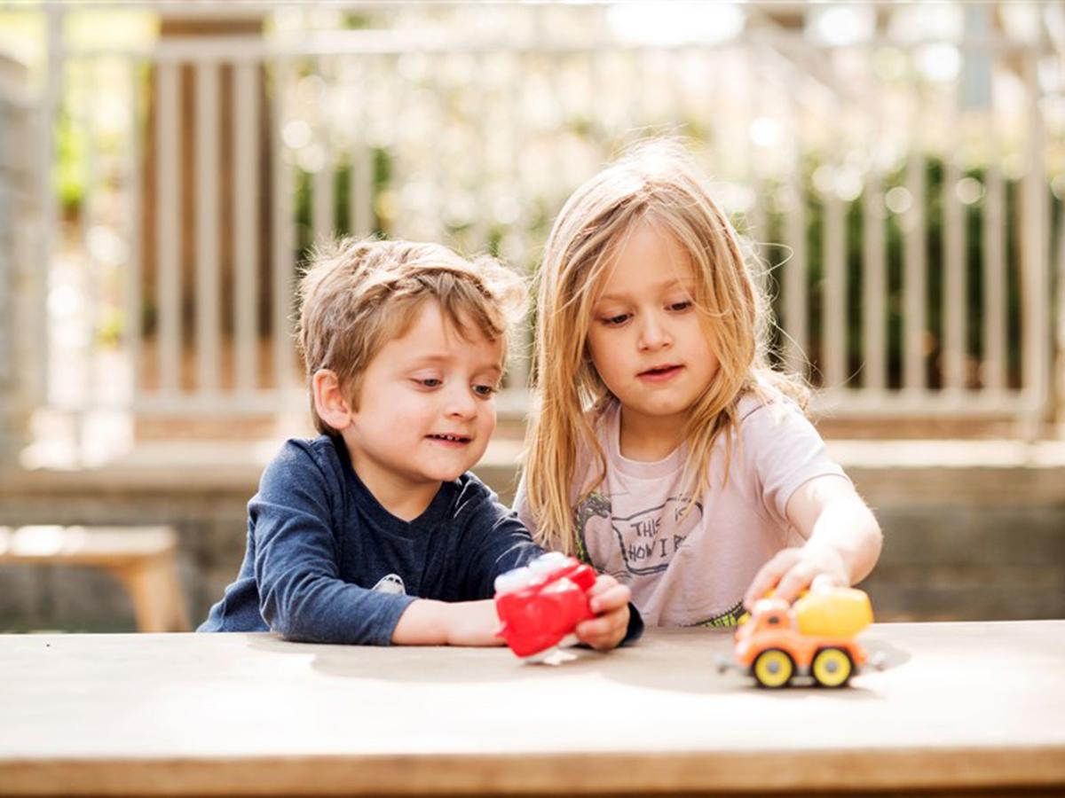 発達障害の子どもたちも成長して親密な友情を育むことができる f4-1