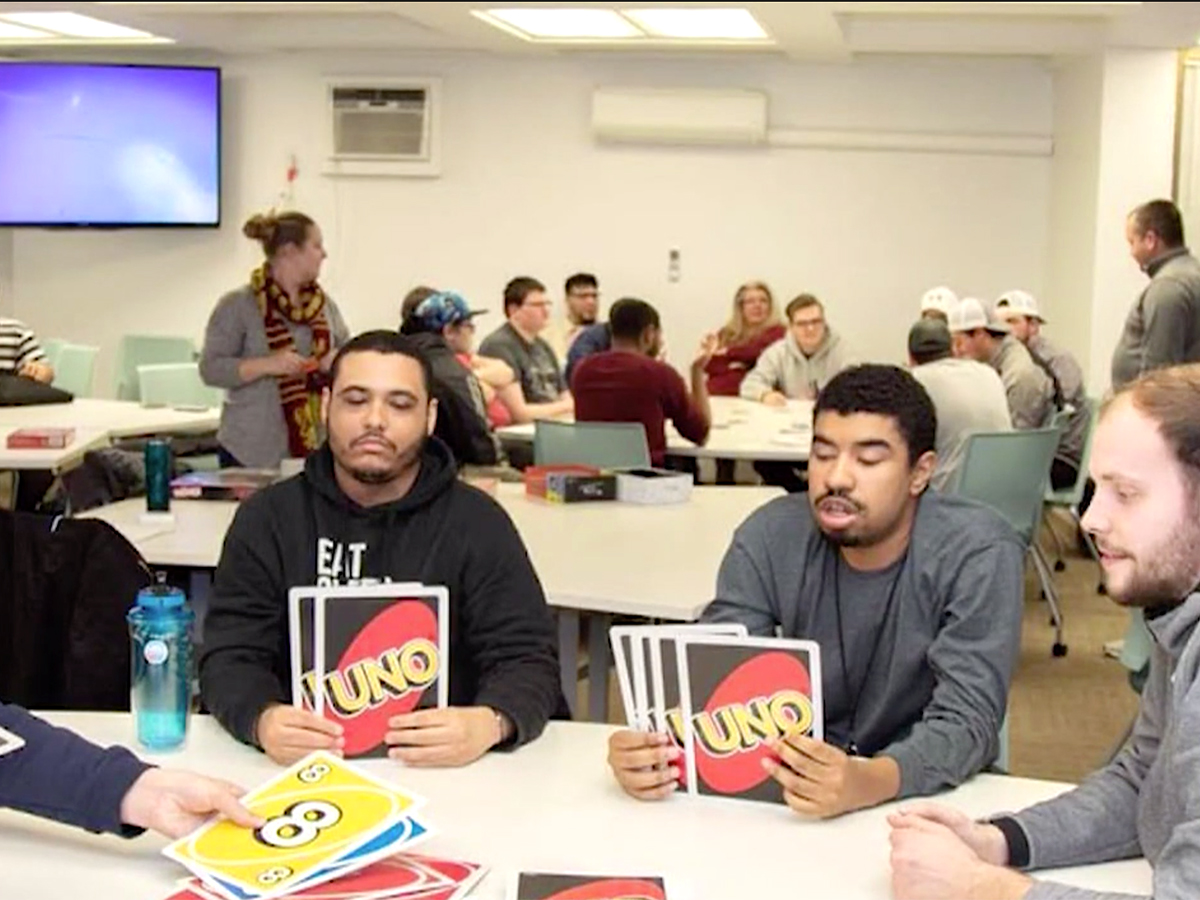 発達障害の青年たちはハンバーガー教室に参加し可能性をつかむ h10