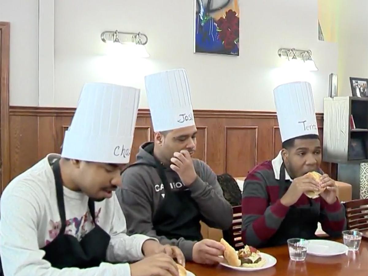 発達障害の青年たちはハンバーガー教室に参加し可能性をつかむ h6