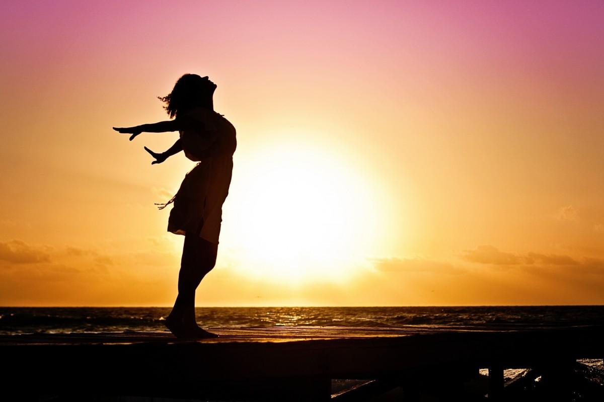発達障害の女の子は隠すことをやめてから人生が大きく変わった woman-570883_1920