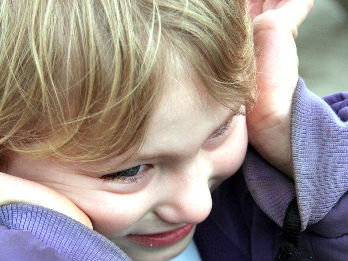 自閉症の子の常同行動は多くが11歳までに減るという調査結果