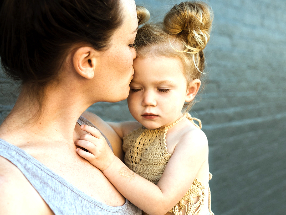 感覚過敏の自閉症の赤ちゃんは自傷するようになる可能性が高い