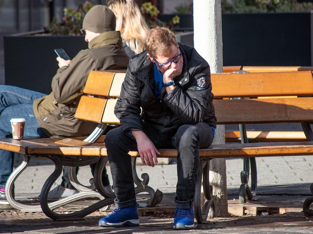 自閉症の人は不幸で不安でうつという結果。世界に対応を望む研究 f1