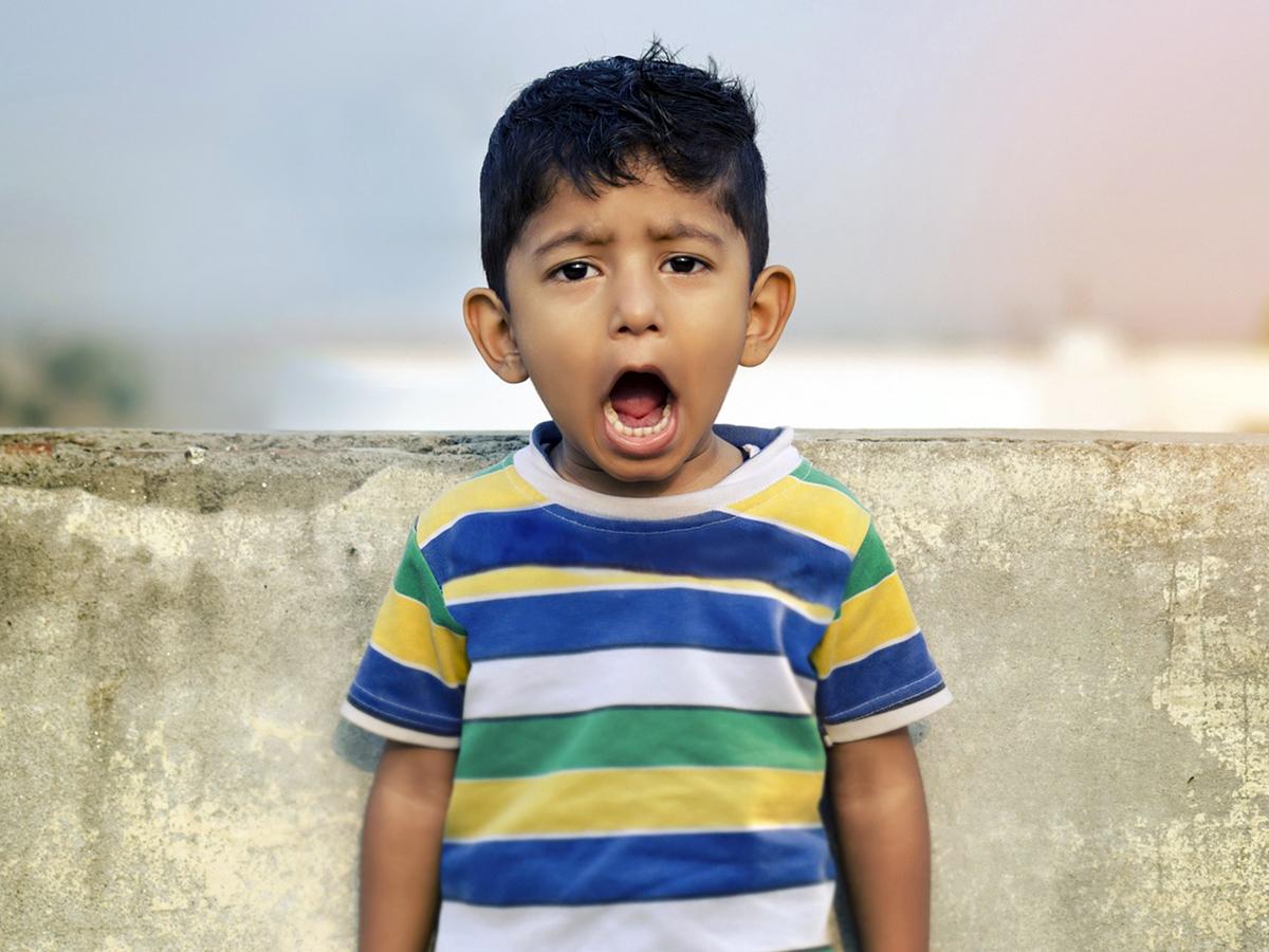 感覚過敏の自閉症の子は感覚に「慣れ」ることがない。研究結果