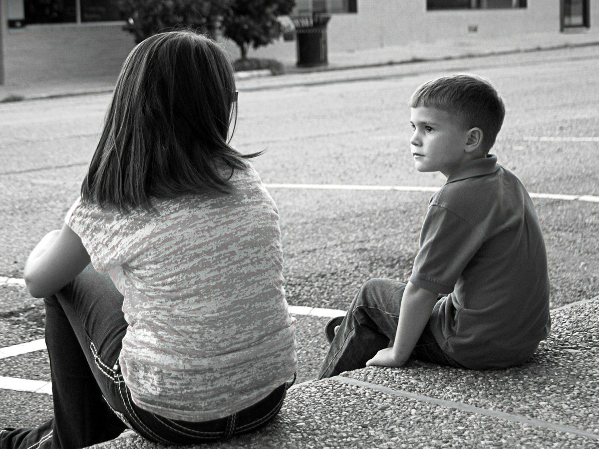 自閉症の子は家でもいじめの問題をかかえる。きょうだいの間で