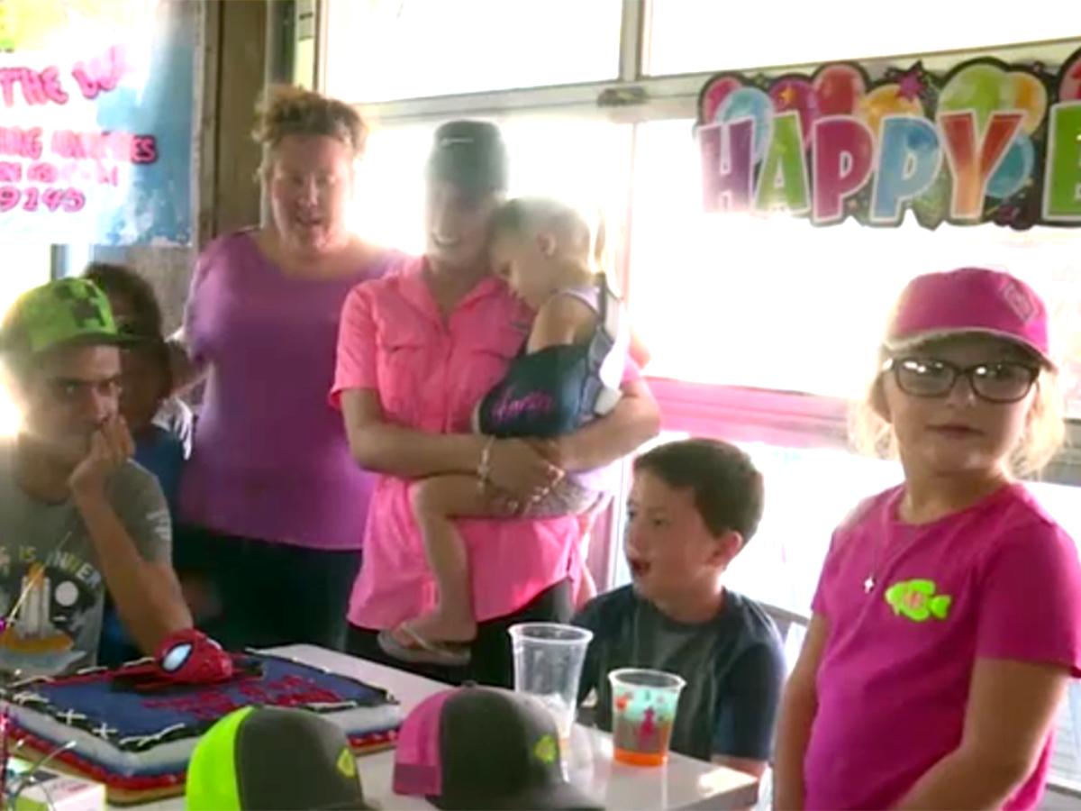 楽しい人生を。知的障害の30歳男性が初めての誕生パーティー c3-1