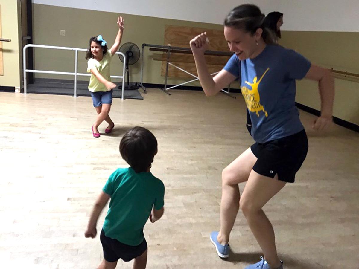 発達障害の子たちが好きなように踊り、自信をつけるダンス教室 d1-1