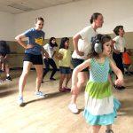 発達障害の子たちが好きなように踊り、自信をつけるダンス教室