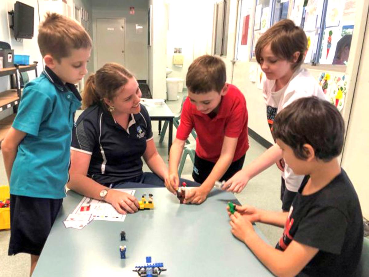 家族グループや作業療法士が行う発達障害の子への「レゴ療法」 l21