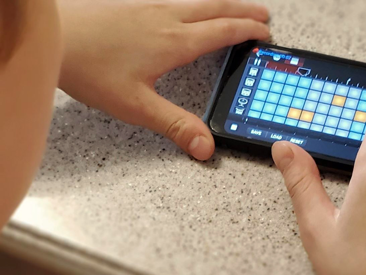 スマホ+作曲アプリが発達障害の息子をいつどこでも助けてくれる o2