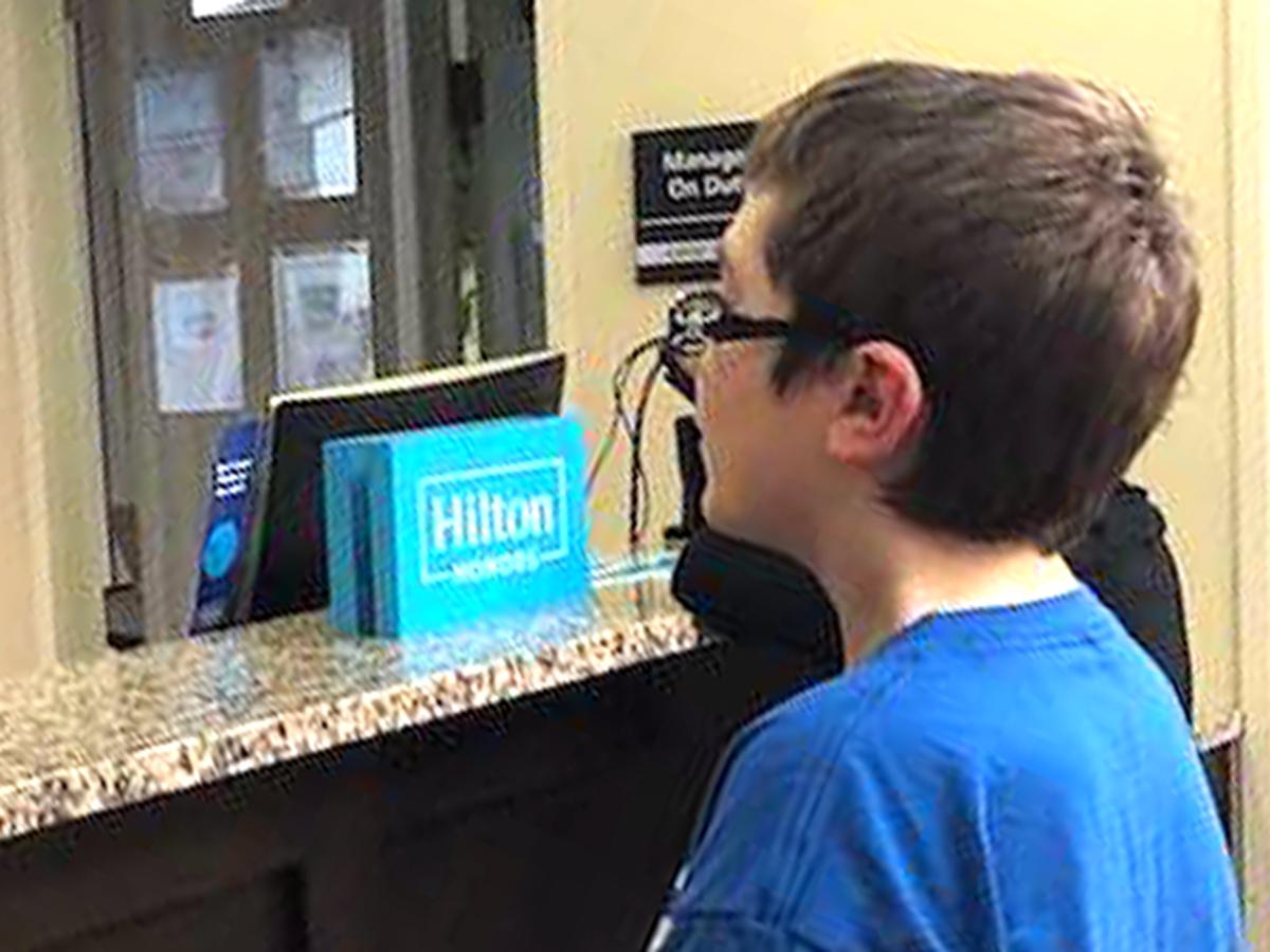 発達障害の少年はマジックを見せて素敵なマジシャンに出会えた