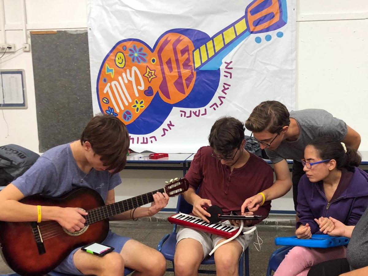 発達障害の子と若者が1対1でバンドを組む音楽療育プログラム o3