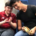 発達障害の子と若者が1対1でバンドを組む音楽療育プログラム