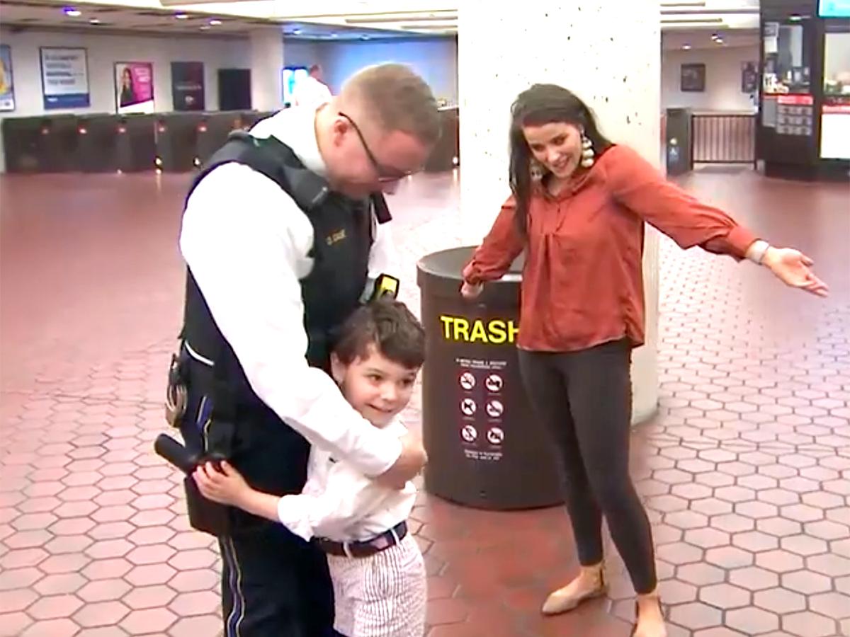 発達障害の少年と母親は助けてくれたあの鉄道警察官に再び会えた t1-2