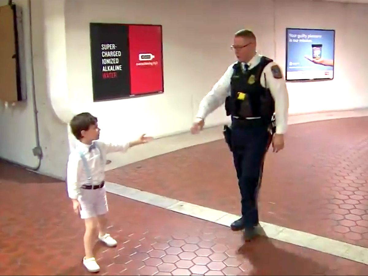 発達障害の少年と母親は助けてくれたあの鉄道警察官に再び会えた t2-2