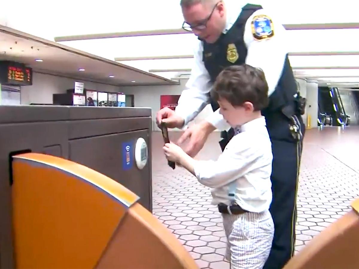 発達障害の少年と母親は助けてくれたあの鉄道警察官に再び会えた t4-2