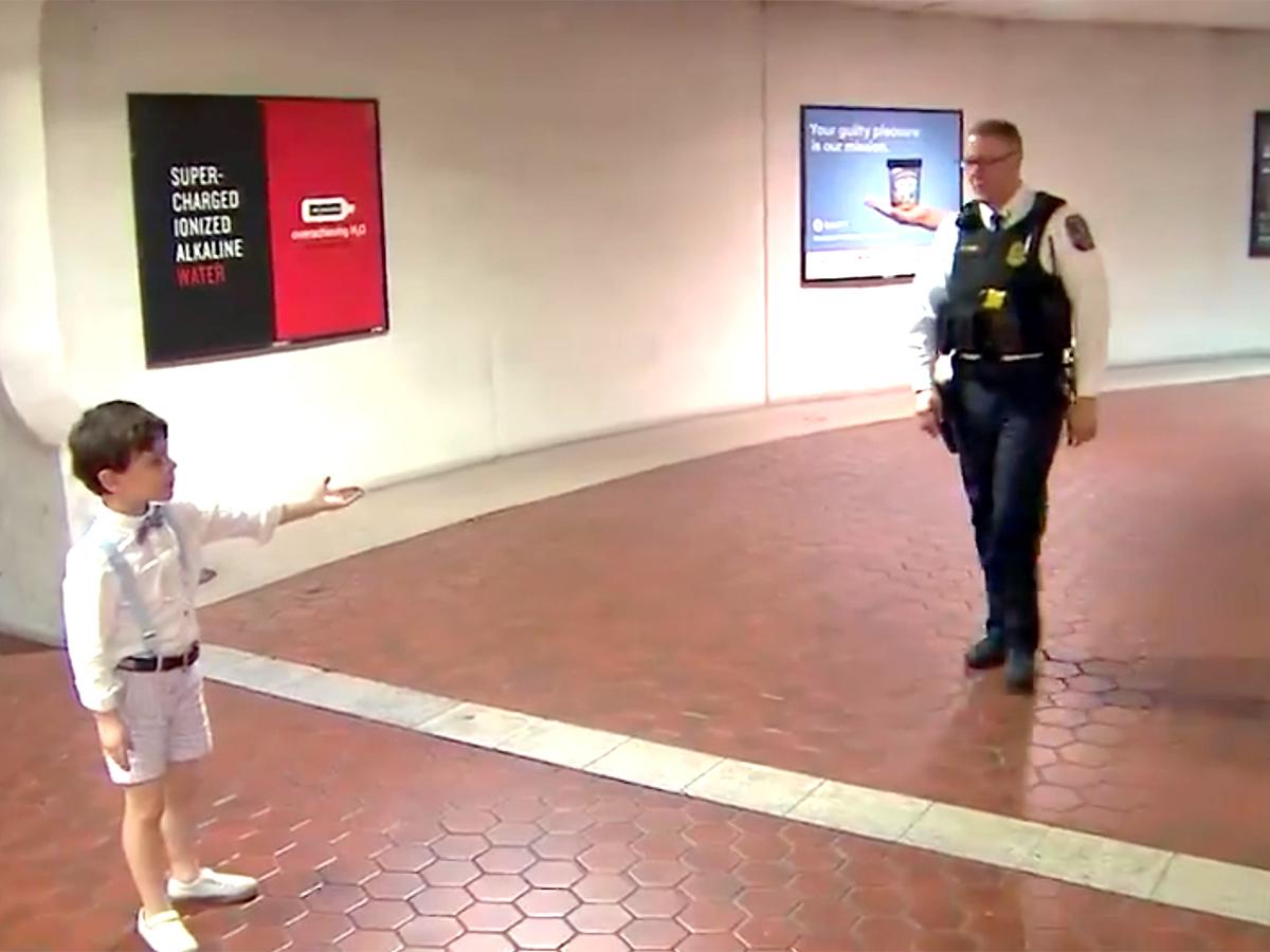 発達障害の少年と母親は助けてくれたあの鉄道警察官に再び会えた t5-2