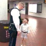 発達障害の少年と母親は助けてくれたあの鉄道警察官に再び会えた